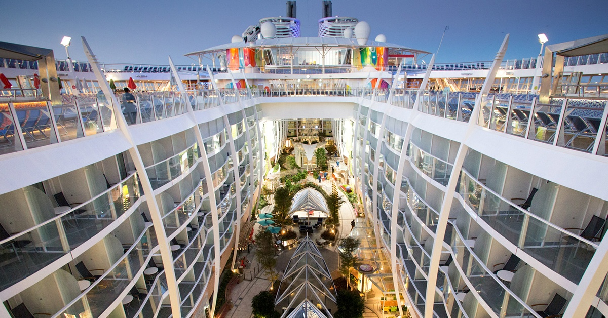 Symphony of the Seas to pływające miasto.