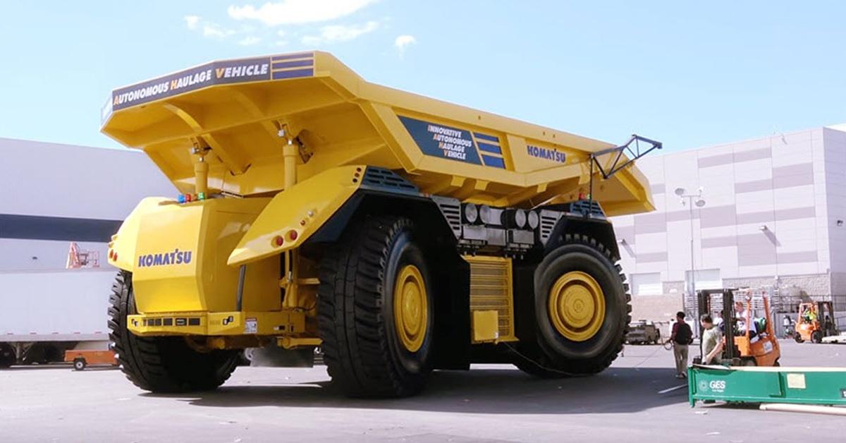 Komatsu Haulage – autonomiczna wywrotka górnicza bez kabiny.